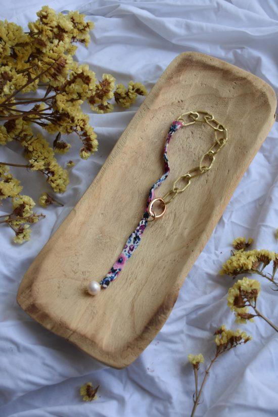 Colliers ras de cou fleuri violet - La Mode de Mélissa et Cindy Fontaine